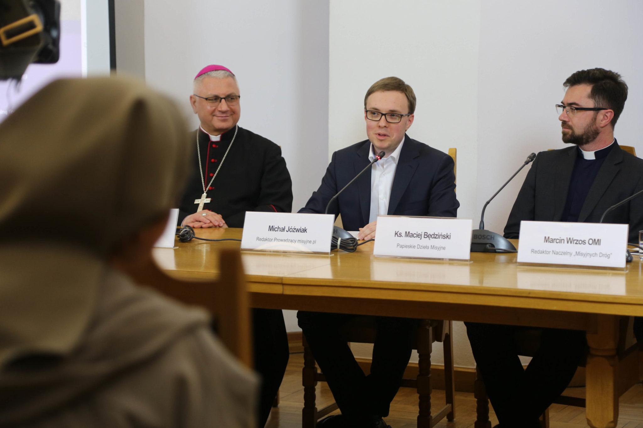Misjonarz na Post, bp Artur Miziński, ks. Maciej Będziński i Michał Jóźwiak
