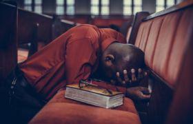 Kościół i życie w Kościele to także całkiem szare dni. Cuda oczywiście są i cudownie też bywa, ale nie nieustannie. Warto to sobie uświadomić, szczególnie w chwilach zwątpienia…