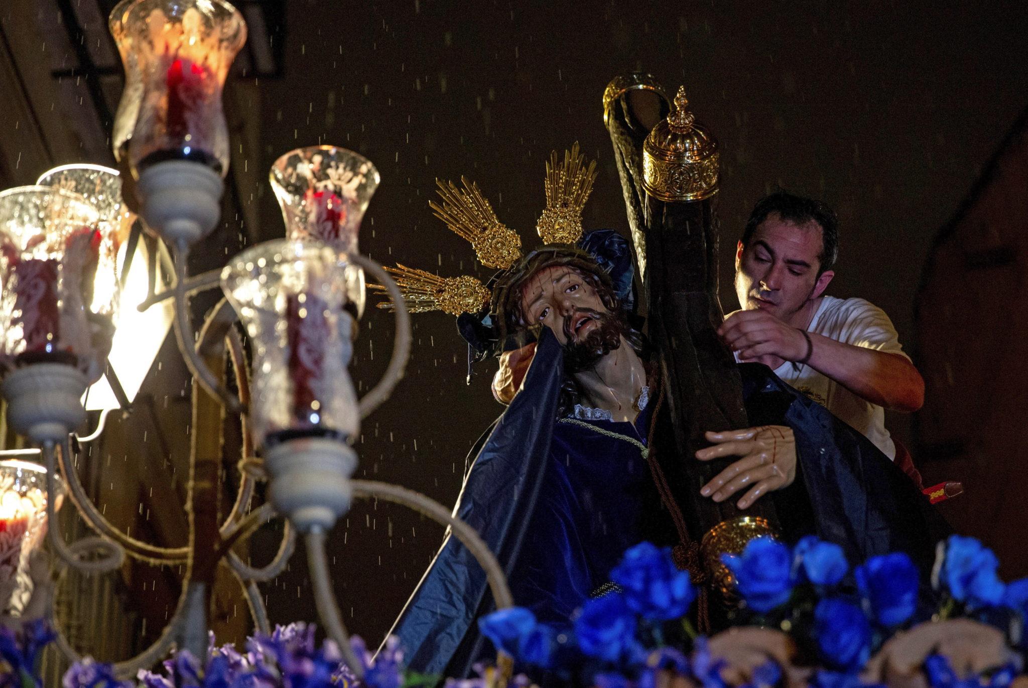 """Cristo de Las tres Caídas"", procesja w Madrycie, fot. Rodrigo Jimenez, PAP/EPA"
