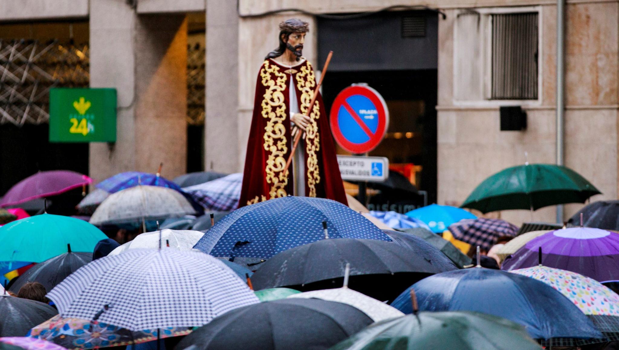 Procesja w Oviedo, w Asturii, fot.ALBERTO MORANTE, PAP/EPA.