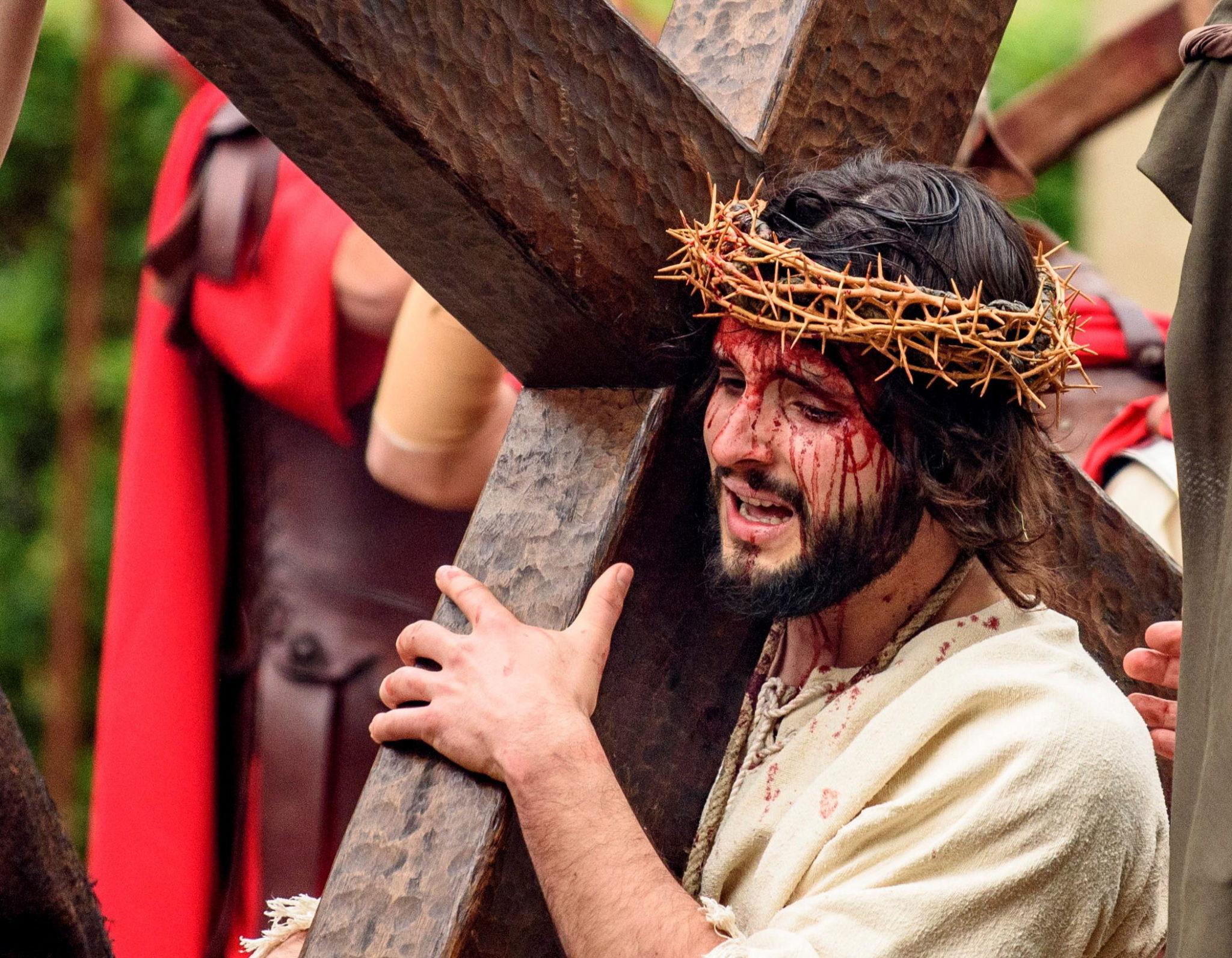Ludzie odtwarzają Mękę Jezusa w Balmaseda, Kraj Basków, Hiszpania, fot. Javier Zorrilla, PAP / EPA.