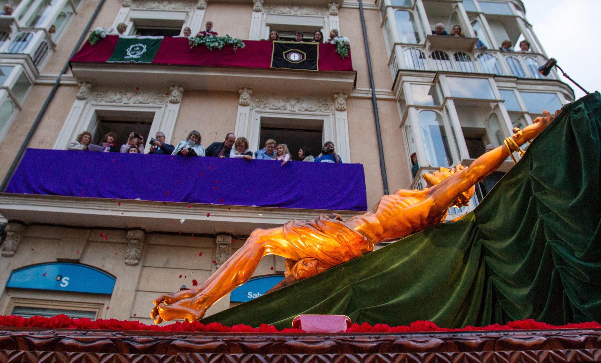 """Procesja """"Święty pogrzeb"""", zorganizowana przez Bractwo Pasyjne w Logroño w północnej Hiszpanii, fot. Raquel Manzanares, PAP/EPA"""