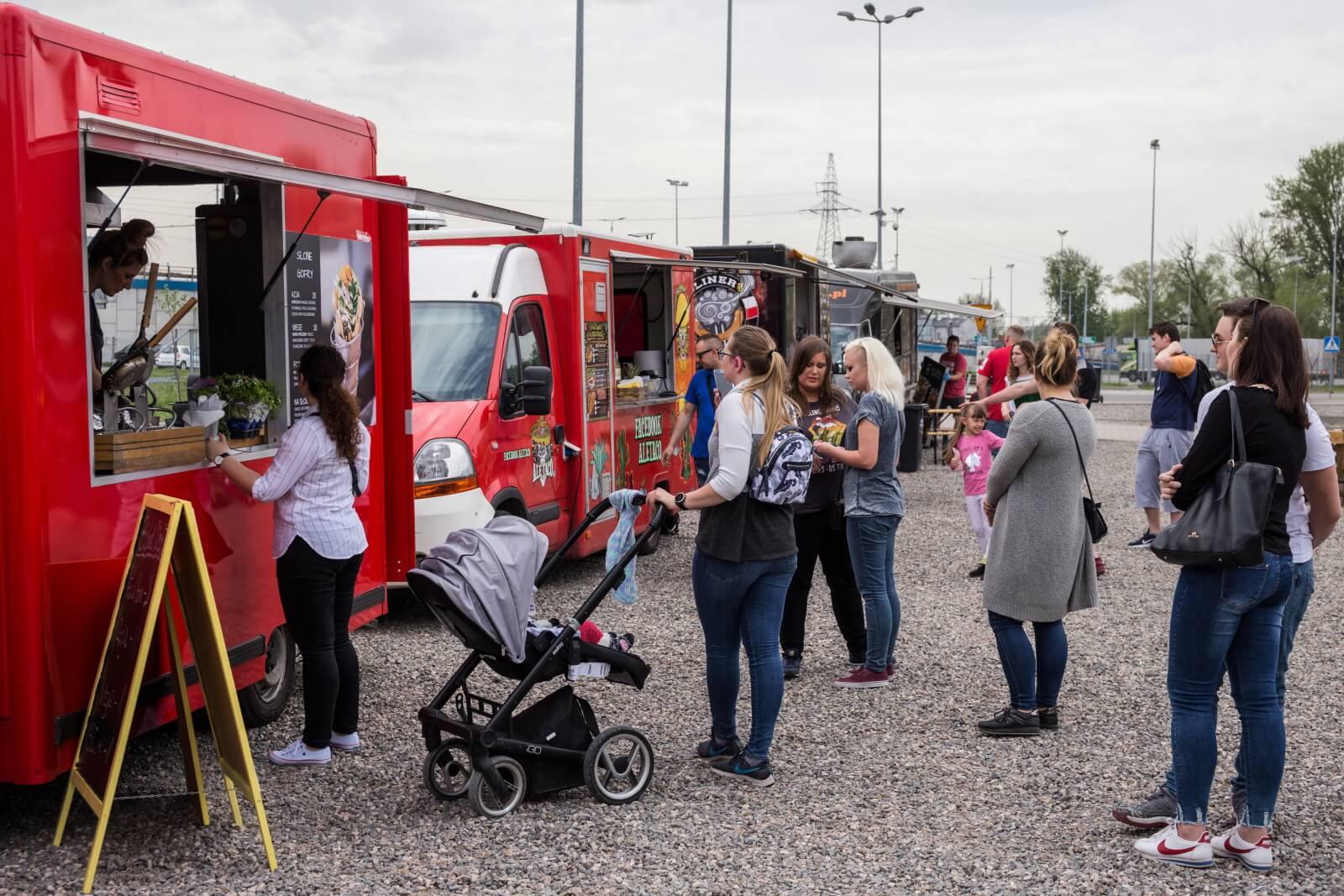 Festiwal foodtrucków w Lublinie fot. PAP/Wojtek Jargiło