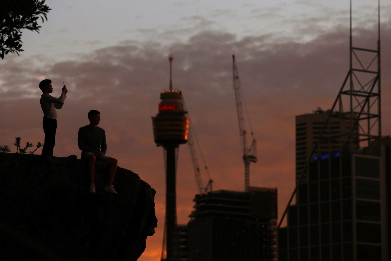 Australia, zachód słońca   EPA/STEVEN SAPHORE
