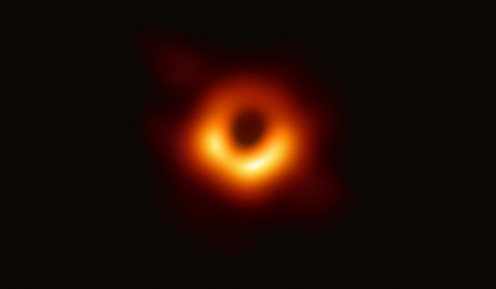 Pierwsze w historii zdjęcie czarnej dziury. Fot. PAP/EPA/EVENT HORIZON TELESCOPE COLLABORATION