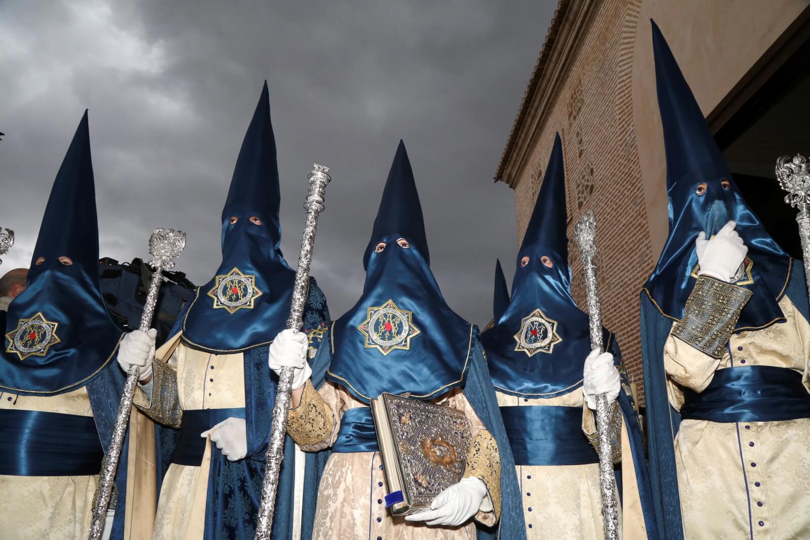 Wielkosobotnia procesja w Granadzie fot. EPA/Pepe Torres