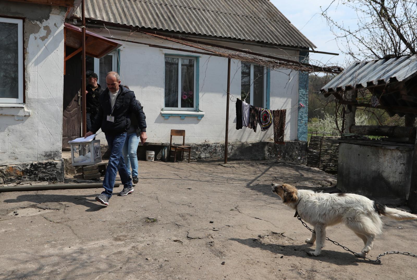 Druga tura wyborów prezydenckich na Ukrainie. Fot. PAP/EPA/TATYANA ZENKOVICH
