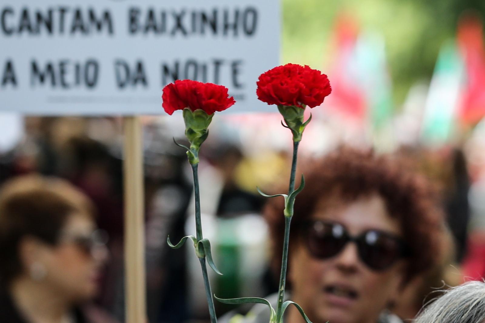 45 rocznica Rewolucji Goździków w Portugalii. Fot. PAP/EPA/MANUEL DE ALMEIDA