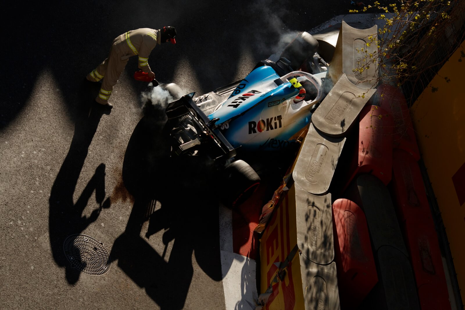 Wypadek Roberta Kubicy podczas sesji kwalifikacyjnej GP Azerbejdżanu fot. EPA/VALDRIN XHEMAJ