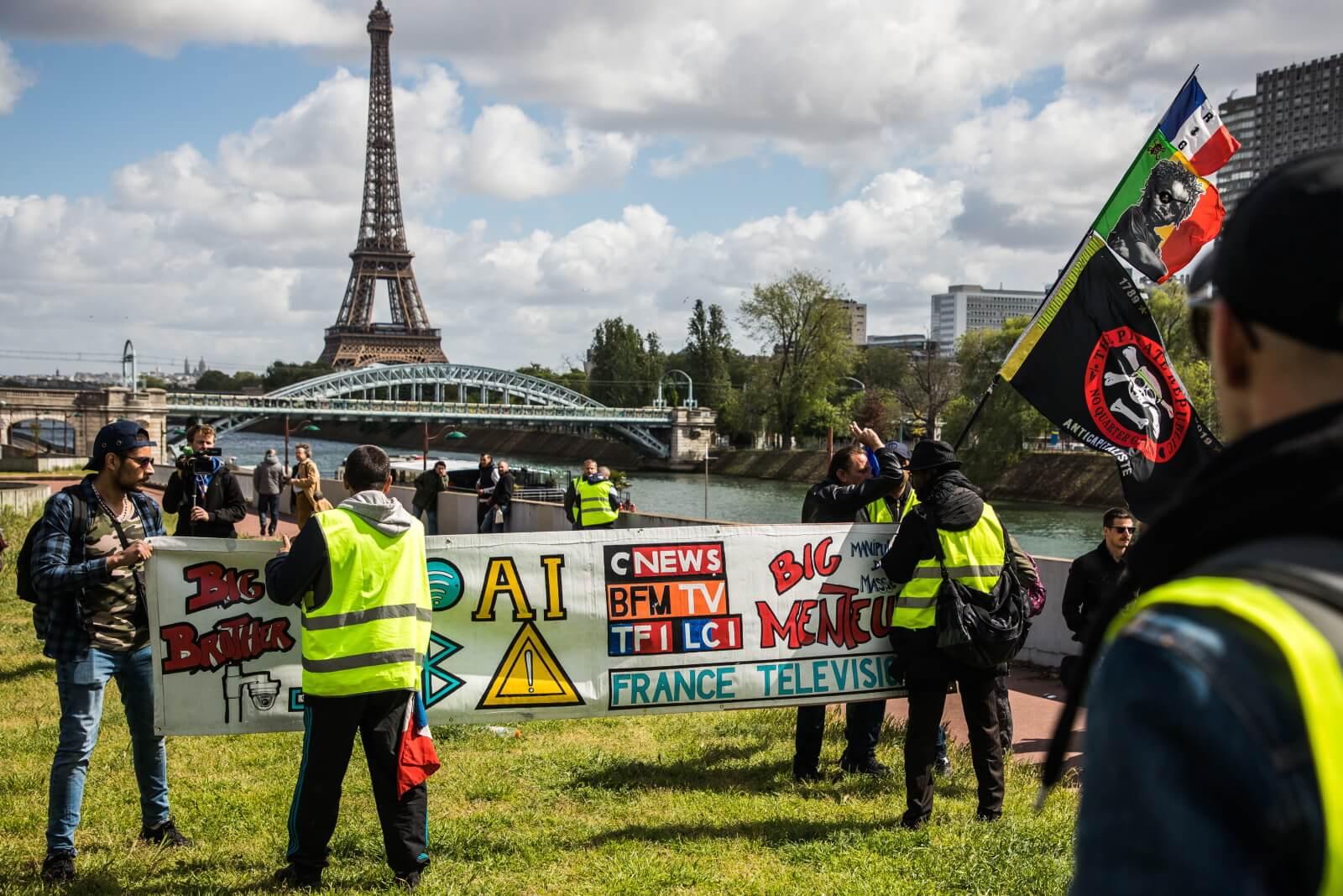 Protest tzw. żółtych kamizelek nadal trwa fot. EPA/CHRISTOPHE PETIT TESSON