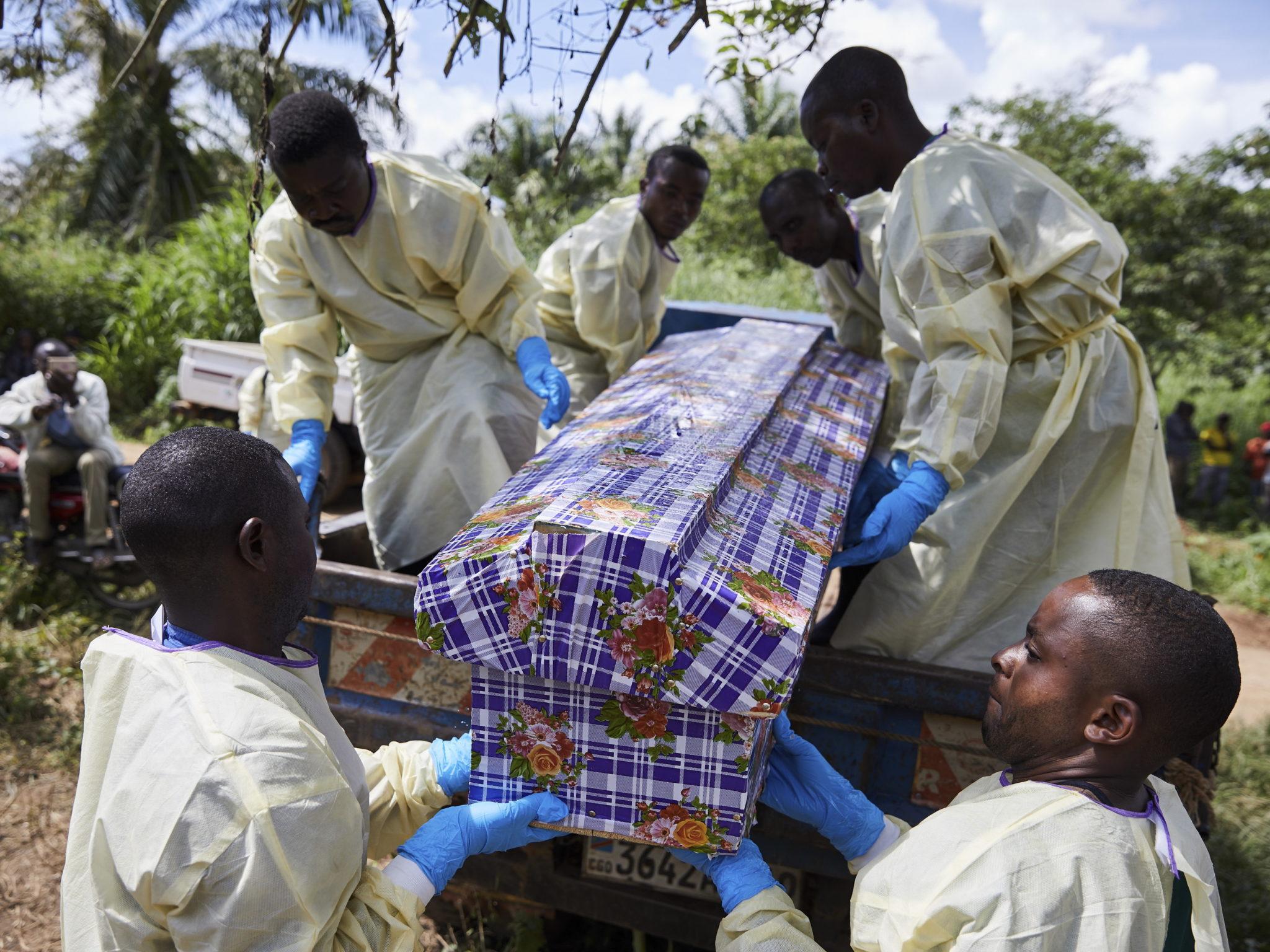 Od sierpnia 2018 roku ponad 1000 osób zmarło z powodu zarażenia się wirusem ebola we wschodniej części Demokratycznej Republiki Konga. Walkę z epidemią utrudniają ataki na szpitale i personel medyczny, fot. HUGH KINSELLA CUNNINGHAM, PAP/EPA