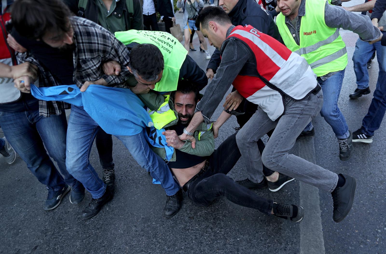 Święto Pracy w Turcji  EPA/ERDEM SAHIN