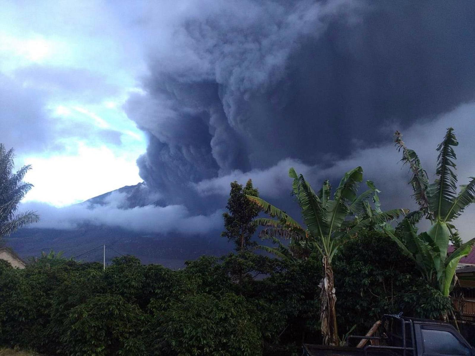 Indonezja, erupcja wulkanu  EPA/BNPB