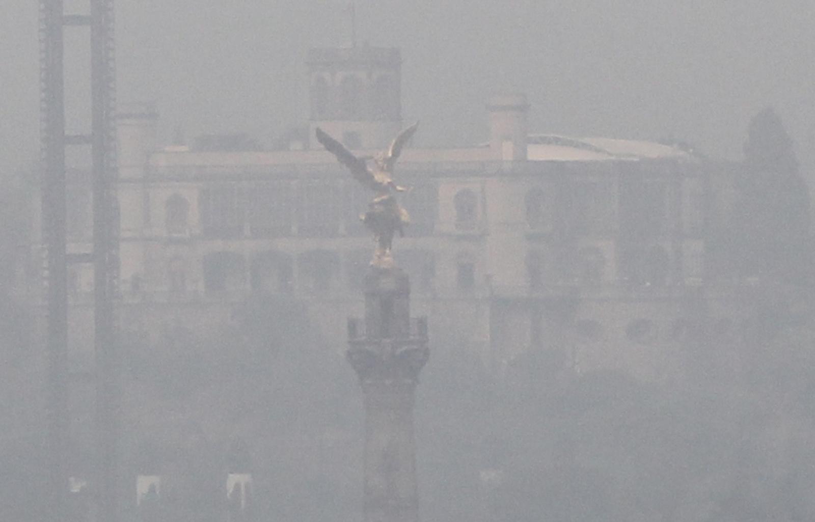 Smog w Meksyku  EPA/Mario Guzman