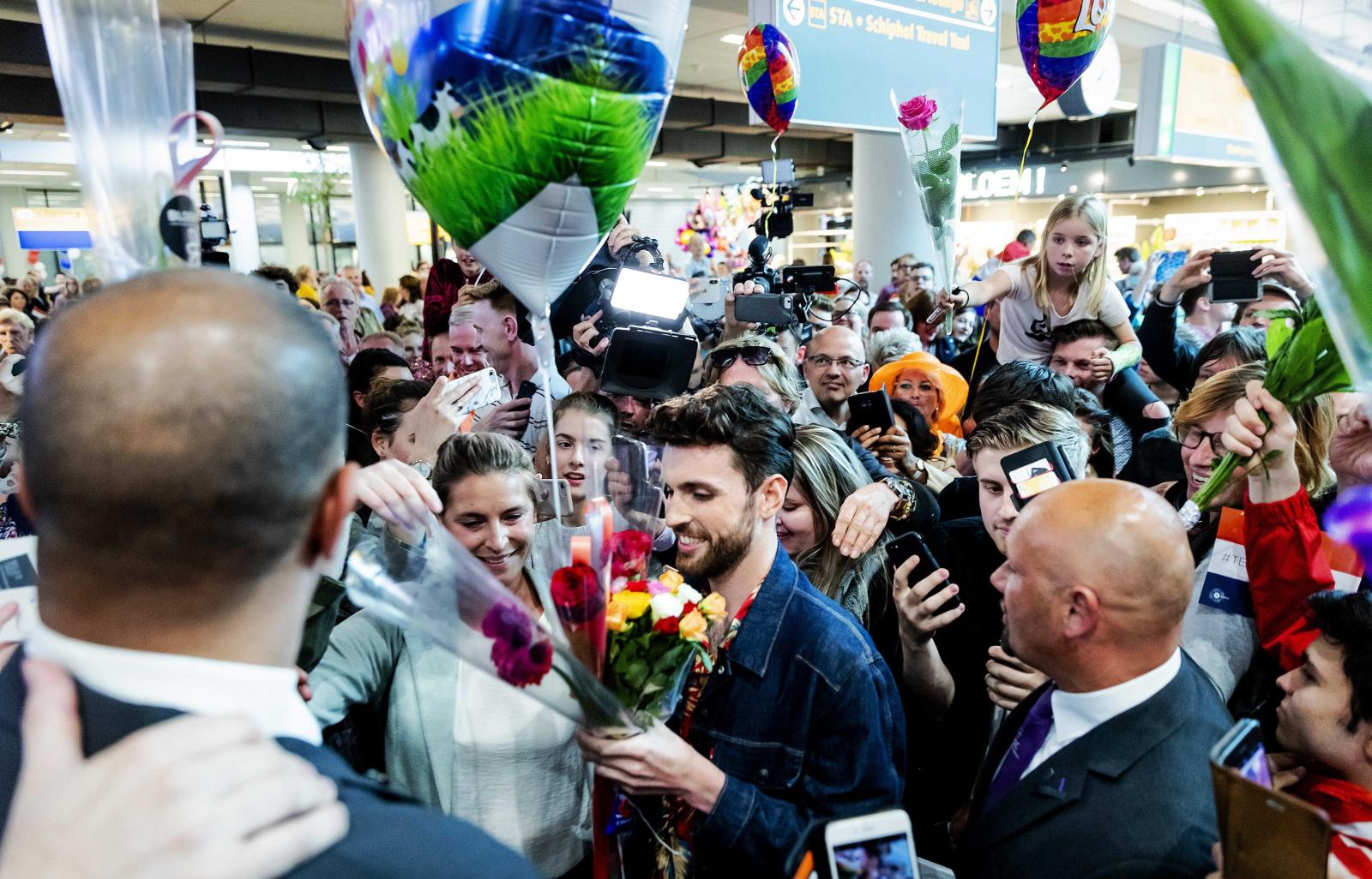 Zwycięzca Eurowizji wrócił do Holandii. Fot. PAP/EPA/ROBIN VAN LONKHUIJSEN