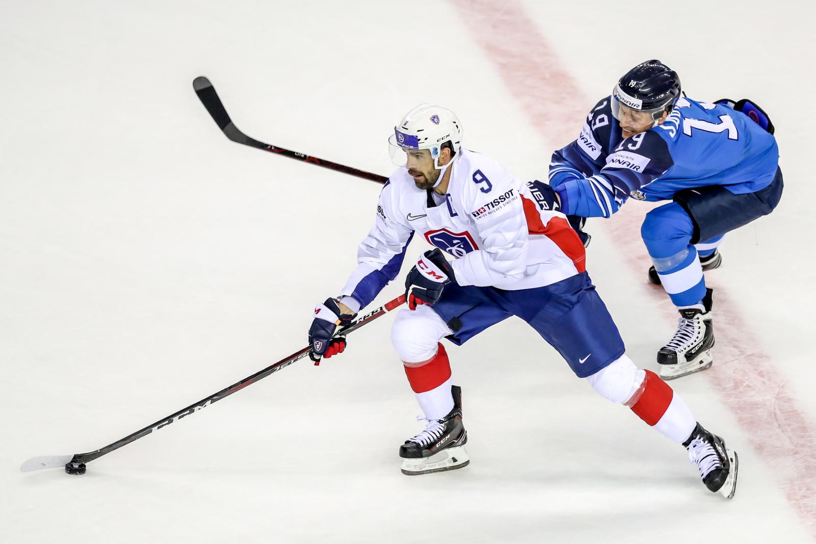 Zawody w hokeju na lodzie na Słowacji. fot.  PAP/EPA/MARTIN DIVISEK