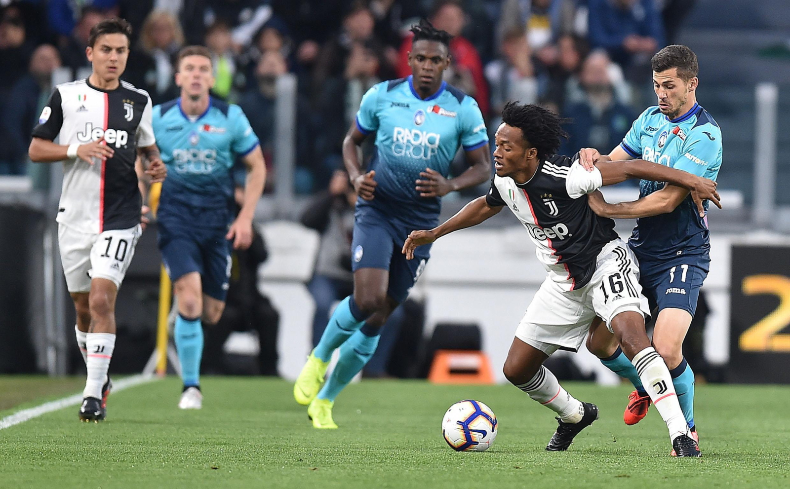 Mecz włoskiej Serie A. Fot. PAP/EPA/ALESSANDRO DI MARCO