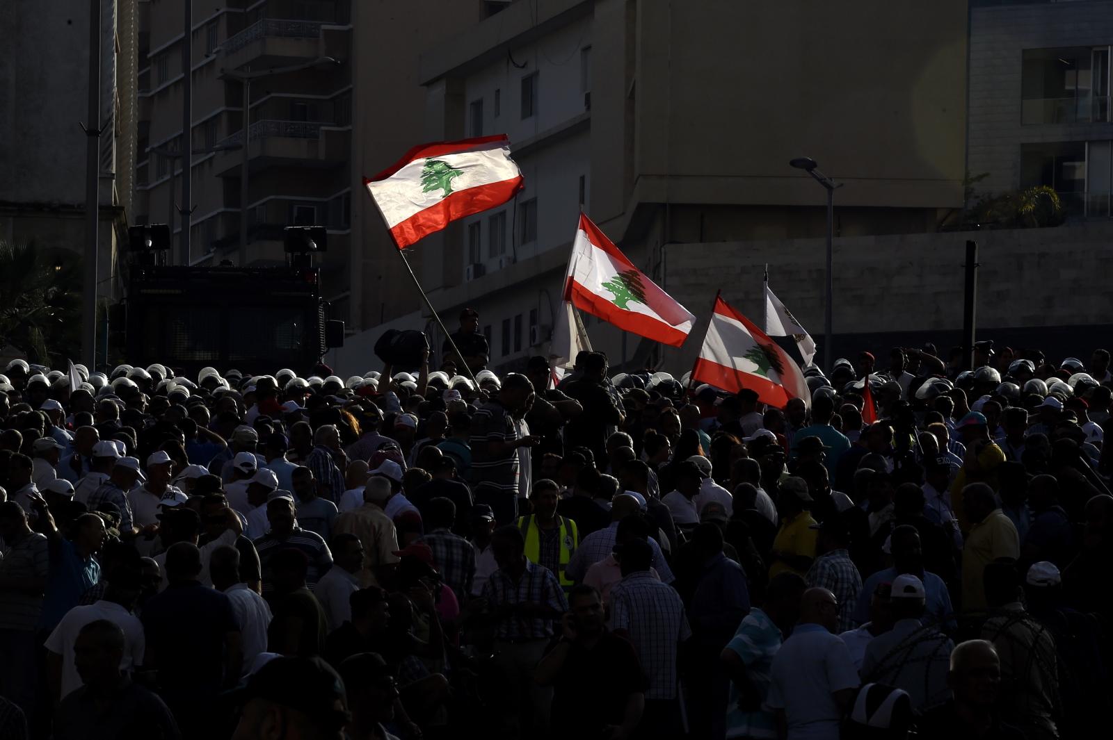 Protesty w Libanie. Fot. PAP/EPA/WAEL HAMZEH