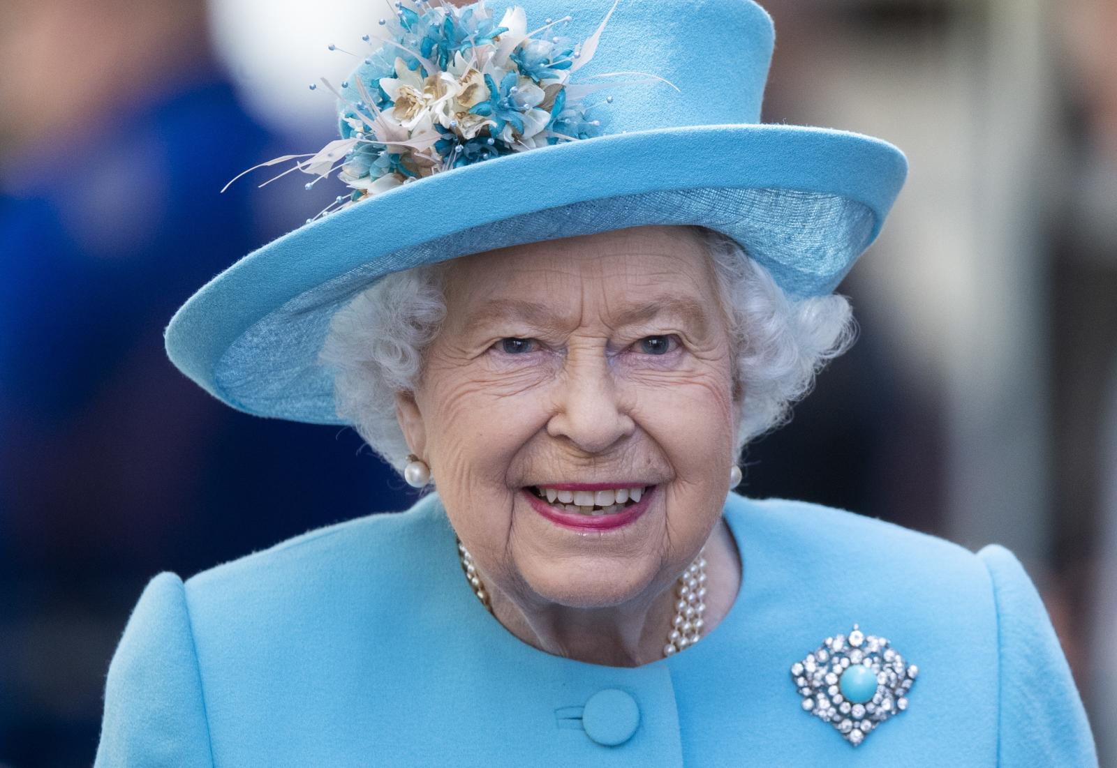 Królowa Elżbieta w Londynie. Fot. PAP/EPA/FACUNDO ARRIZABALAGA
