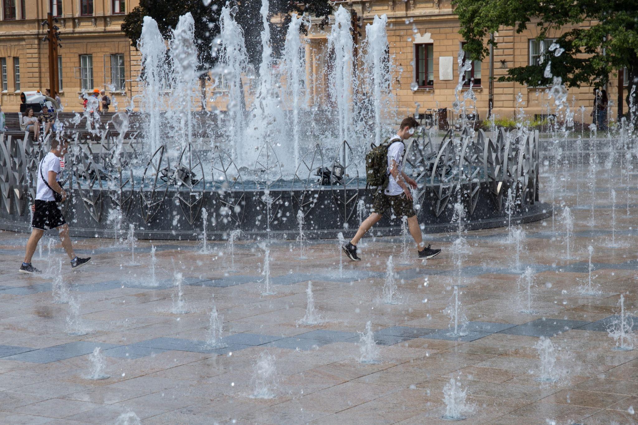 Lublin i wysokie temperatury, z którymi mierzą się mieszkańcy, fot. Wojtek Jargiło, PAP