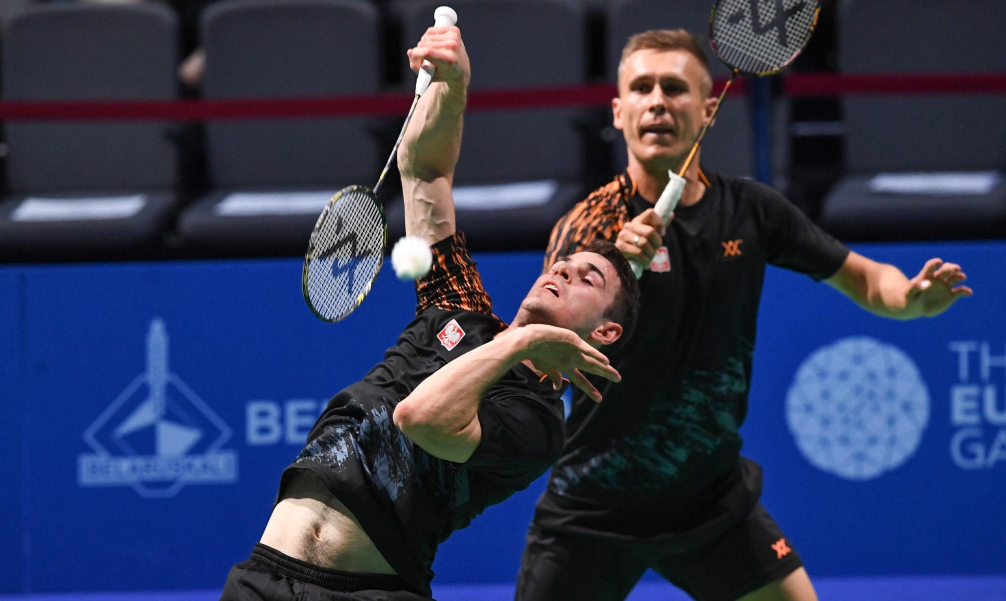 Polacy Miłosz Bochat i Adam Cwalina w meczu badmintona przeciwko parze z Danii podczas II Igrzysk Europejskich w Mińsku, fot. Piotr Nowak, PaP