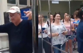 Ukraiński chór przechodzi polską kontrolę graniczną