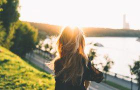 wschód słońca kobieta
