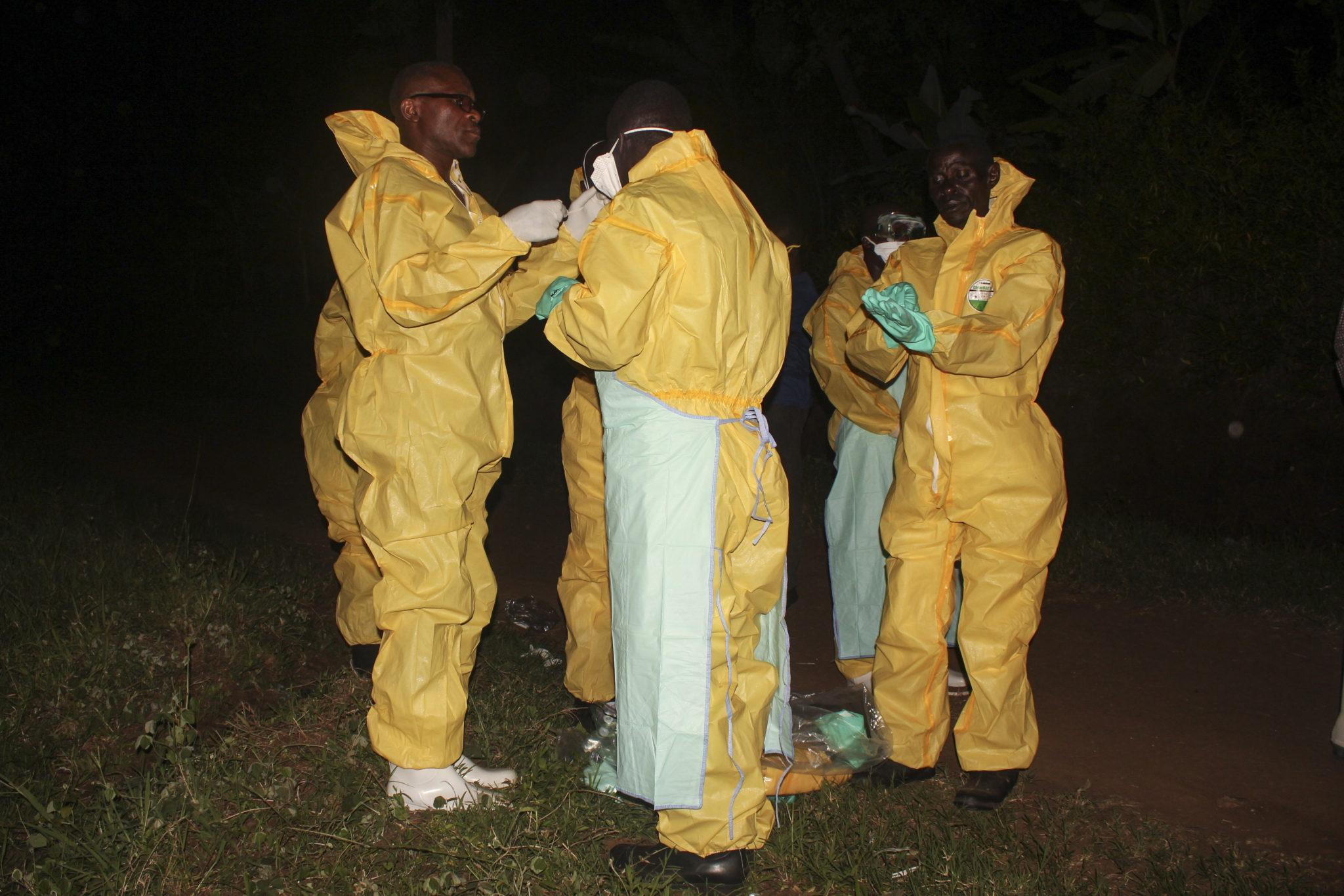 Zagrożenie epidemią eboli w Afryce. Najpierw zmarł pięciolatek, potem jego babcia. Wirus przekroczył granicę W sumie władze badają 27 osób, które mogły mieć kontakt z zakażonymi, fot. MELANIE ATUREEBE, PAP/EPA