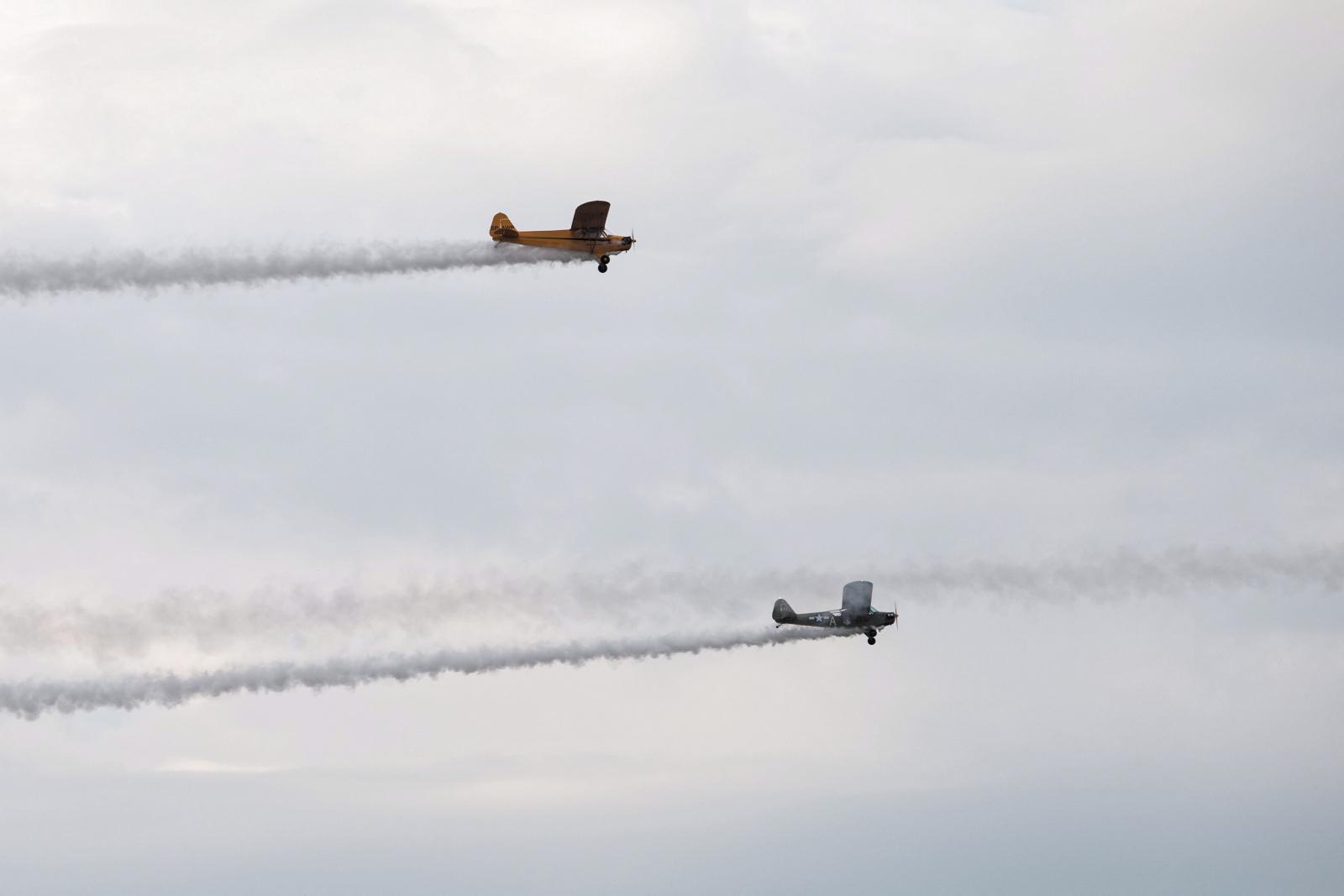 Prezentacja samolotu Piper Cub. II edycja pokazów lotniczych Œwidnik Air Festival, 8 bm. na trawiastym lotnisku w Œwidniku. Fot. PAP/Wojtek Jargiło
