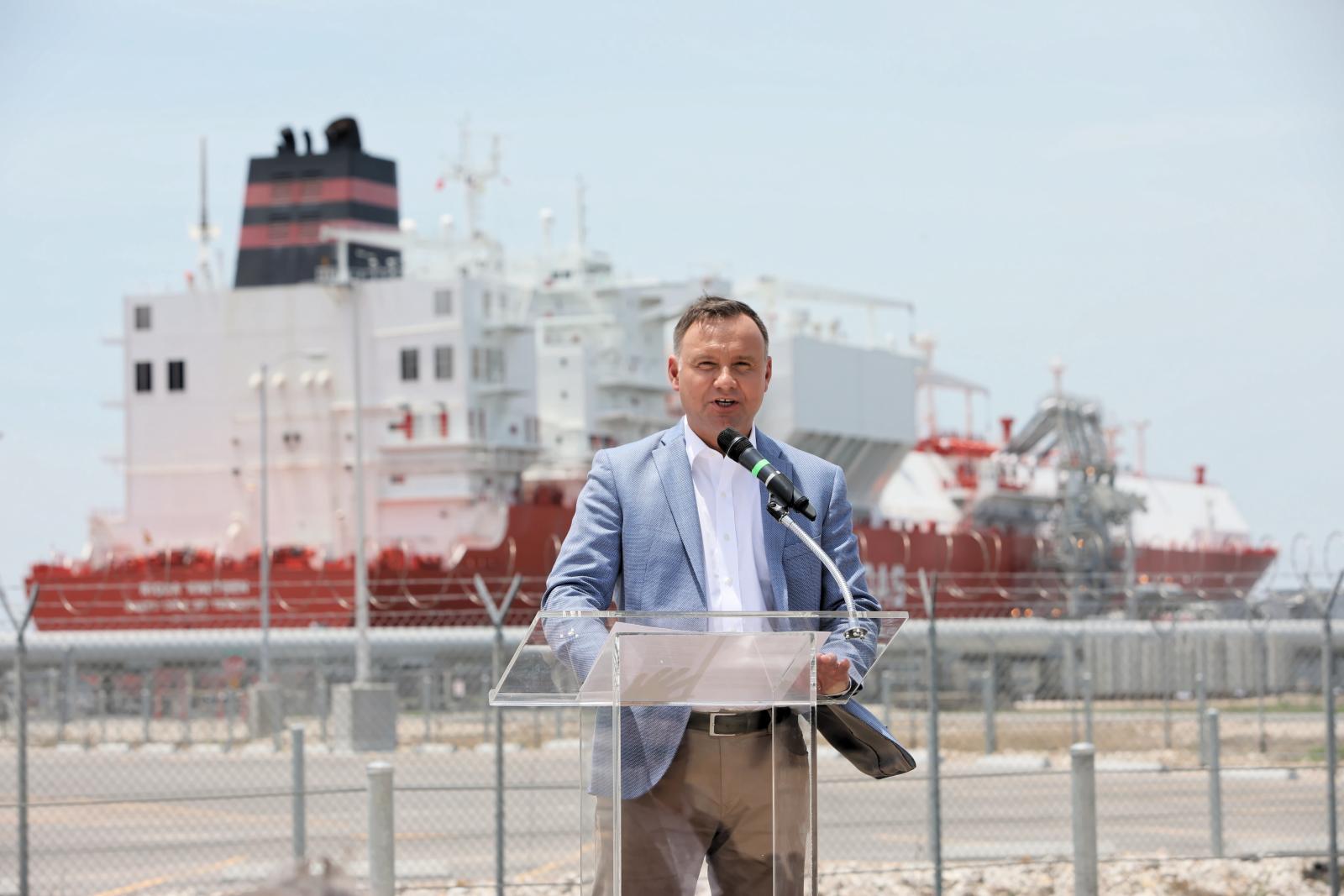 Prezydent RP Andrzej Duda podczas spotkania w gazoporcie Sabine Pass, należącym do firmy Cheniere. Fot. PAP/Leszek Szymański