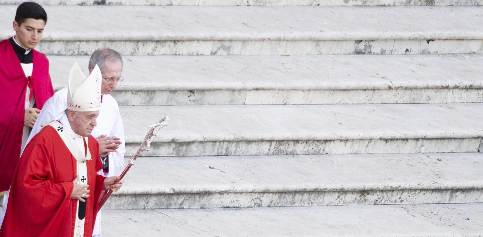 Papież Franciszek w trakcie mszy św. wigilii Zesłania Ducha Św. Fot. PAP/EPA/CLAUDIO PERI
