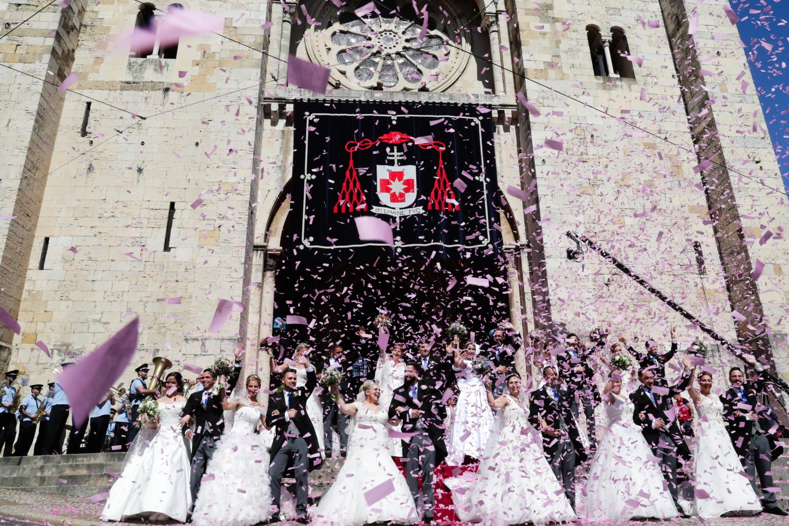 Masowe śluby w Lizbonie. Fot.  EPA/TIAGO PETINGA
