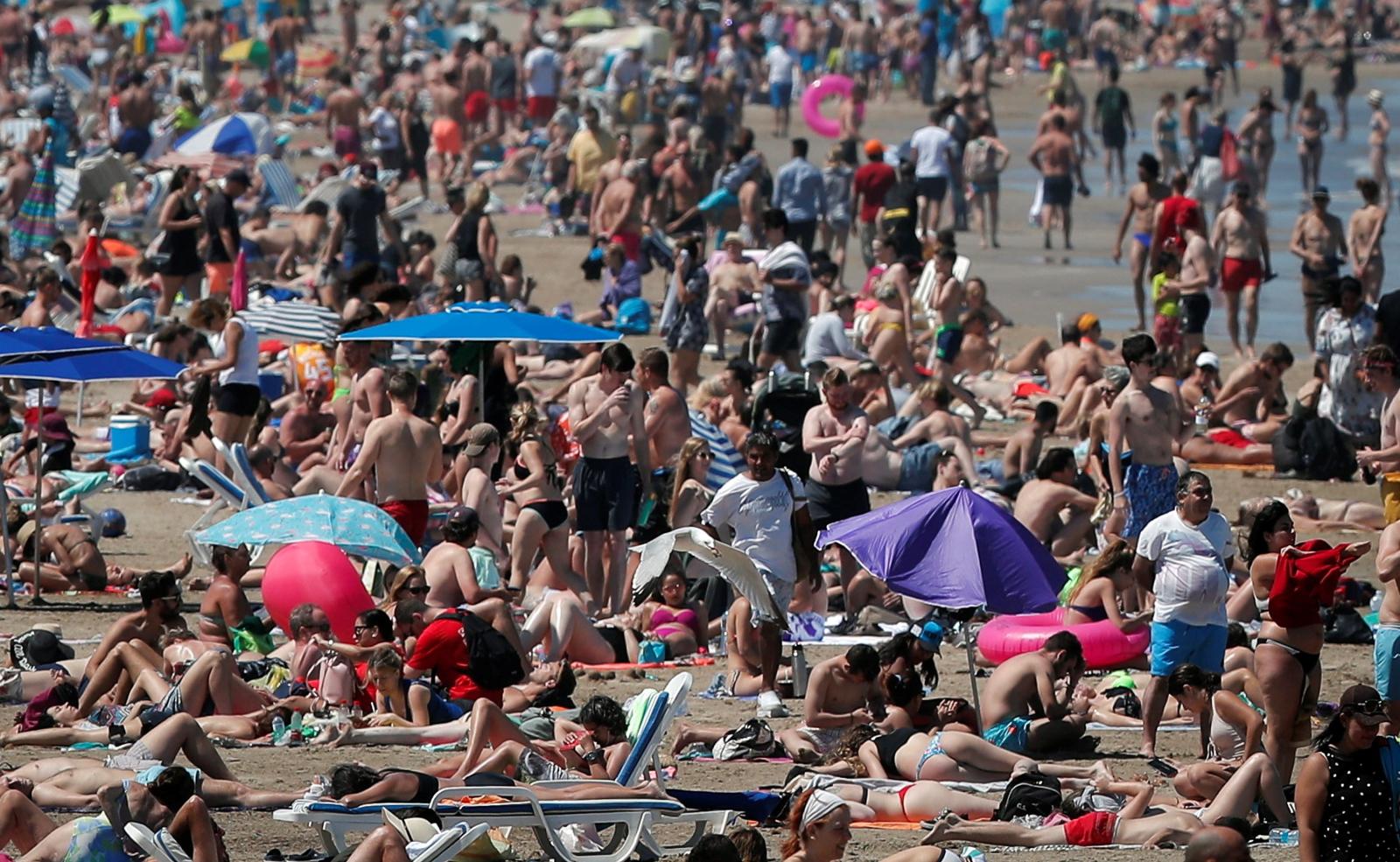 Lato w Walencji. Fot. PAP/EPA/Kai Foersterling