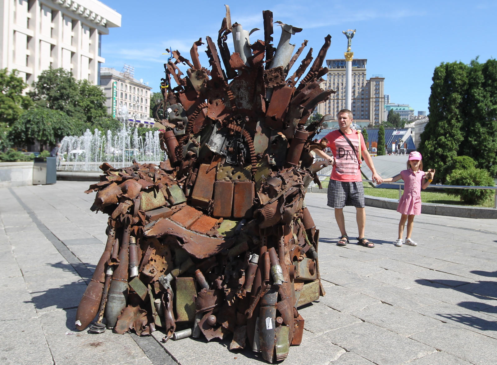 """""""Żelazny tron Wschodu"""" w Kijowie. Fot. PAP/EPA/STEPAN FRANKO"""