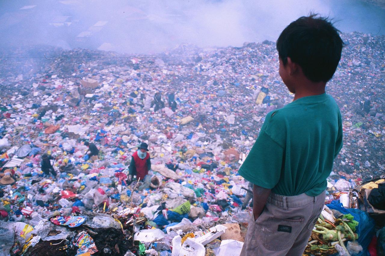 dziecko filipiny wysypisko