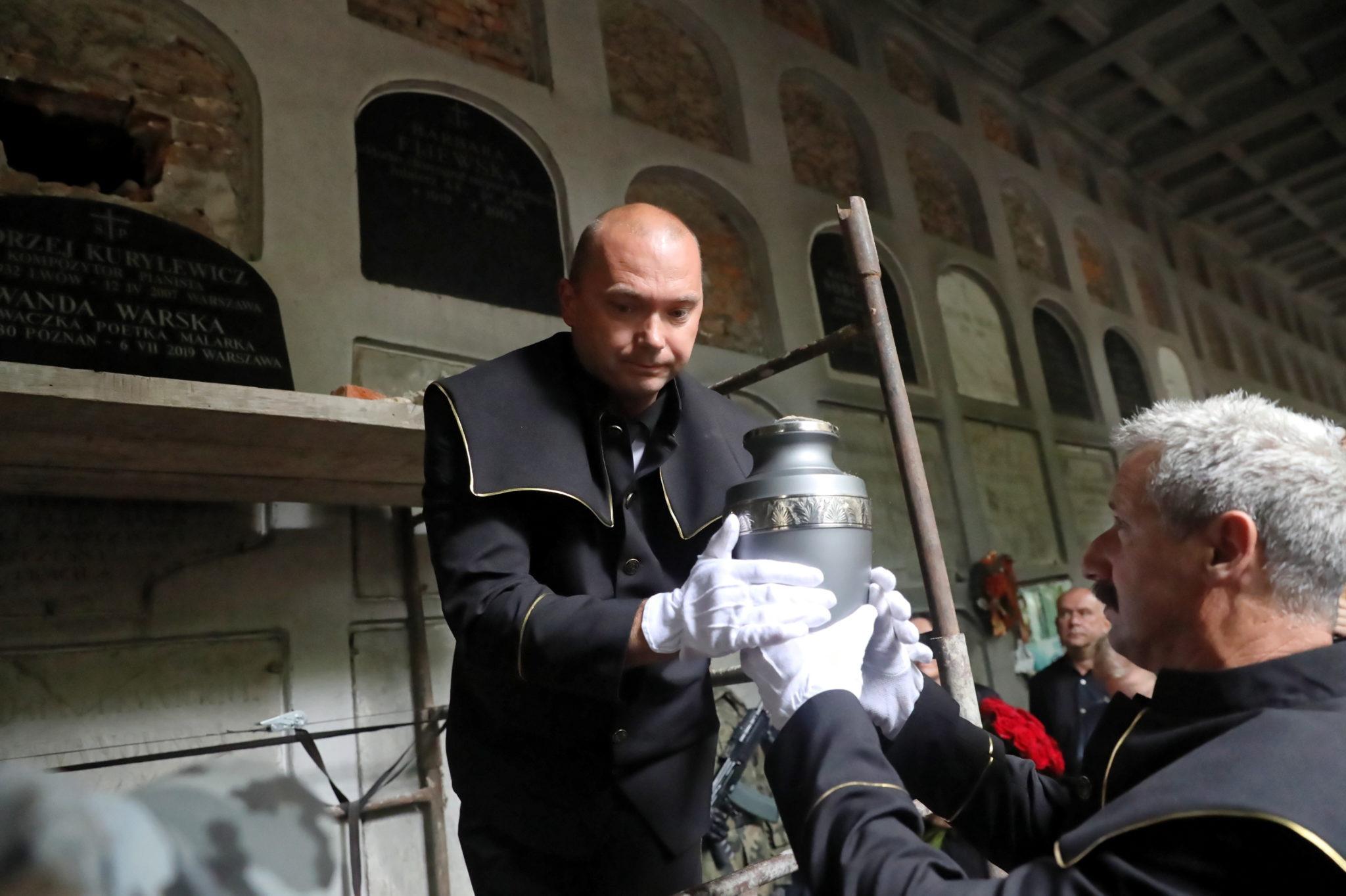 Śpiewaczka, poetka, malarka zmarła w sobotę, fot. Tomasz Gzell, PAP/EPA