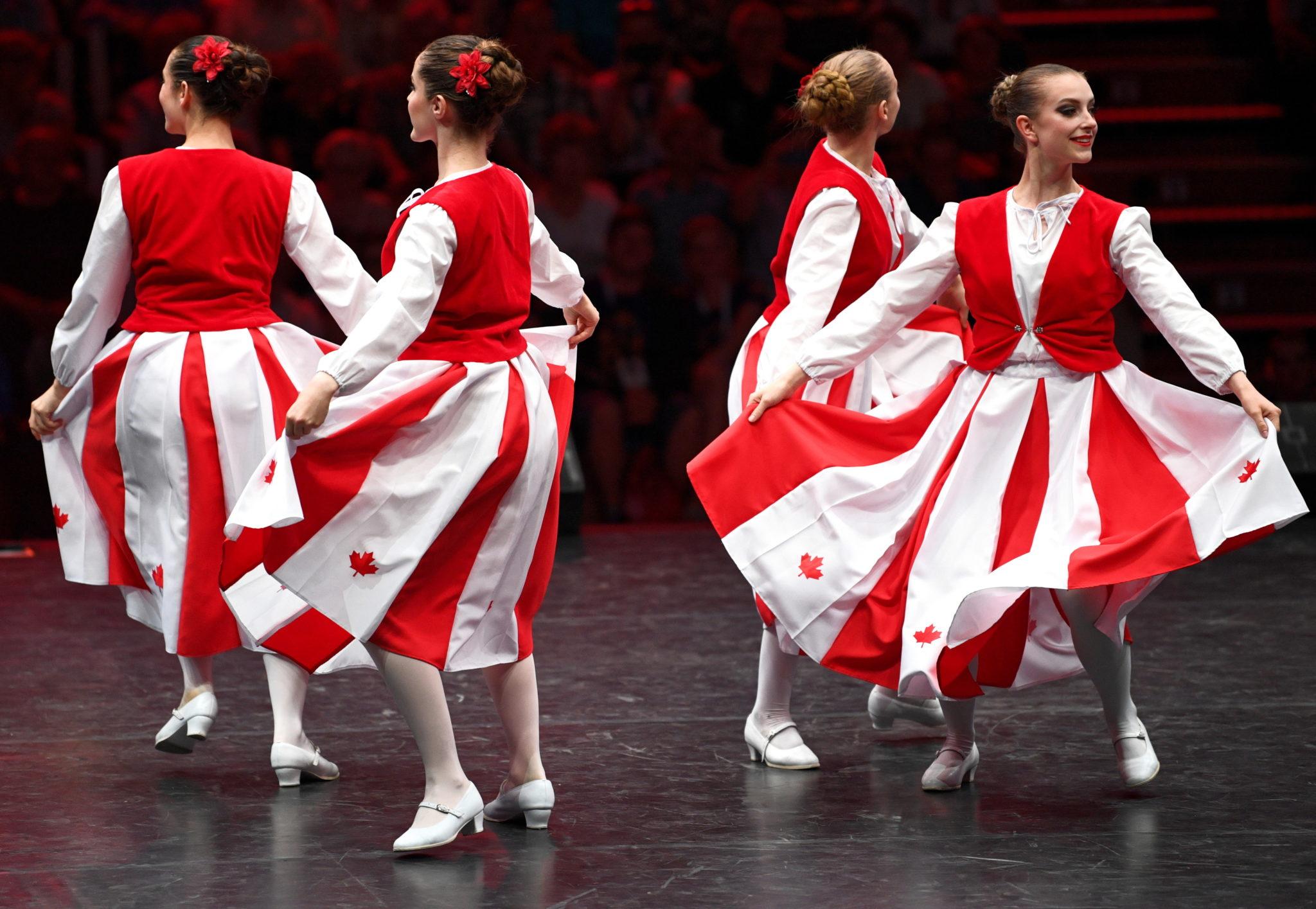 Najliczniej reprezentowana jest Polonia z USA. Festiwal odbywa się w 50. rocznicę jego pierwszej edycji, fot. Darek Delmanowicz, PAP