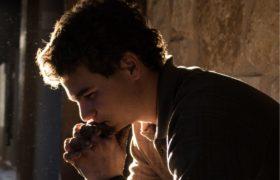 mężczyzna modlitwa