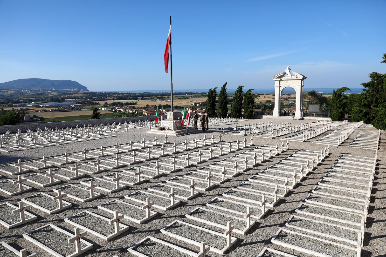 Polski cmentarz wojenny w Loreto Fot. PAP/Rafał Guz