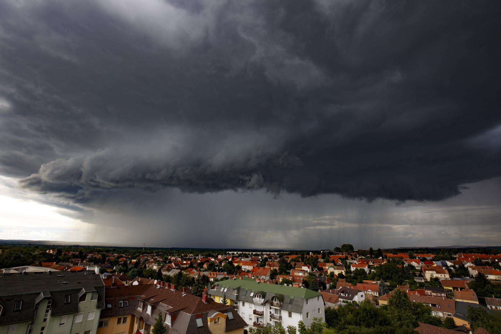 Burzowo na Węgrzech. Fot. PAP/EPA/Gyorgy Varga