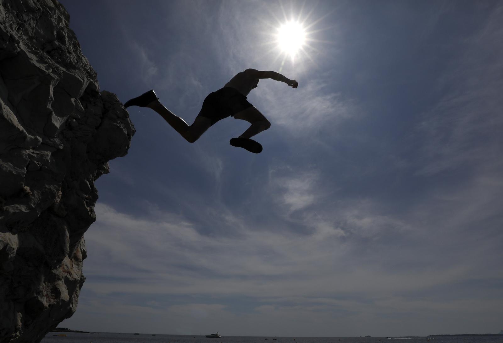 Letni dzień we Francji Fot. EPA/SEBASTIEN NOGIER