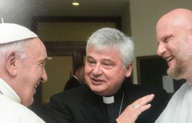 Adam Szustak OP, kard. Krajewski i papież Franciszek