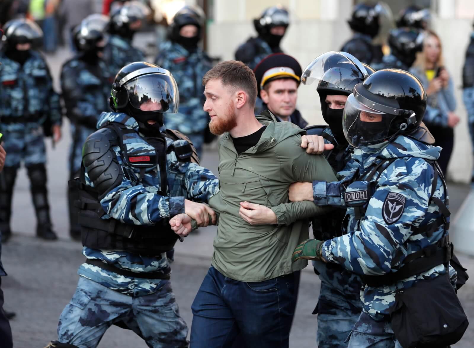 Protesty opozycjonistów w Moskwie fot. EPA/YURI KOCHETKOV