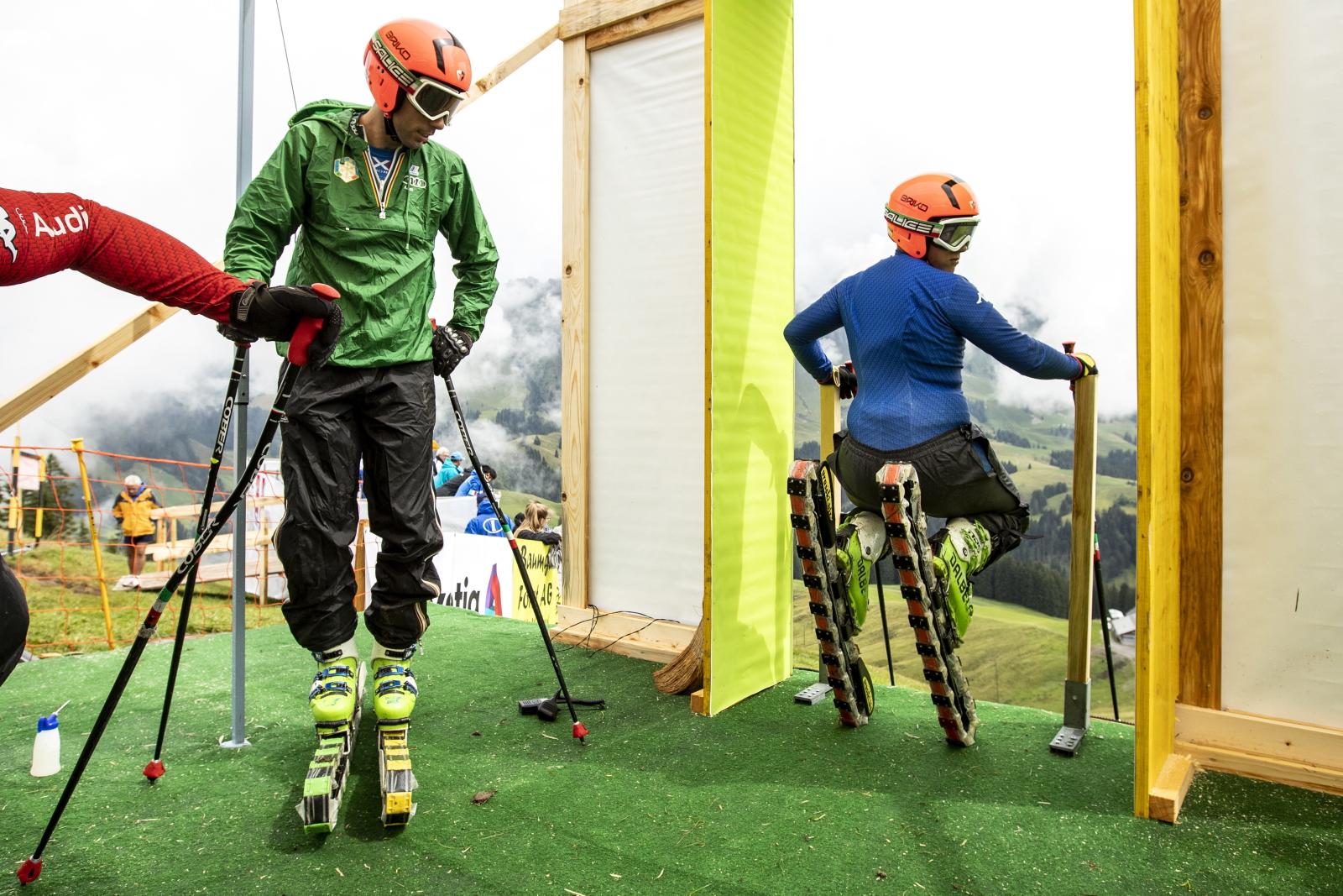 Szwajcaria. Narty na... trawie. fot. EPA/ALEXANDRA WEY