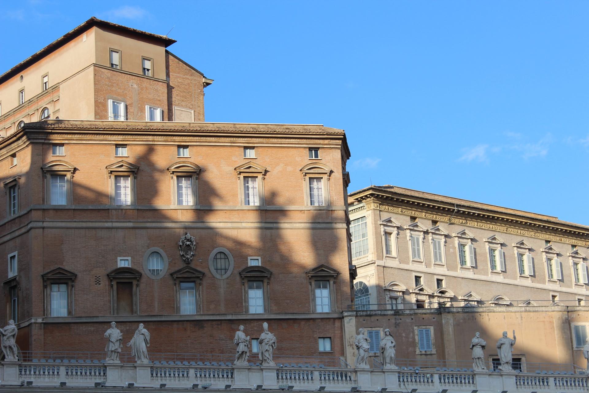 Zdjęcie: widok na Watykan z placu św. Piotra, fot. misyjne.pl