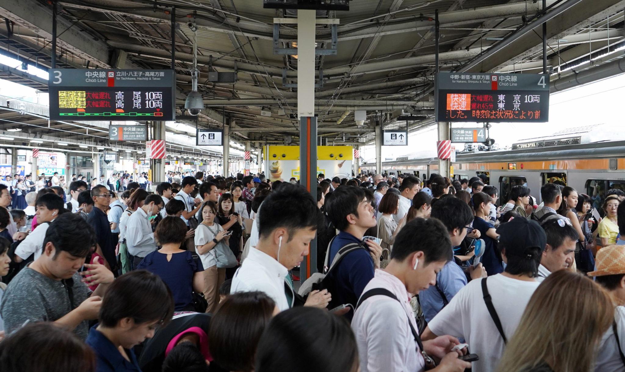 Japonia: według najnowszych doniesień medialnych jedna osoba zginęła, a 40 osób zostało rannych, fot. PAP/EPA