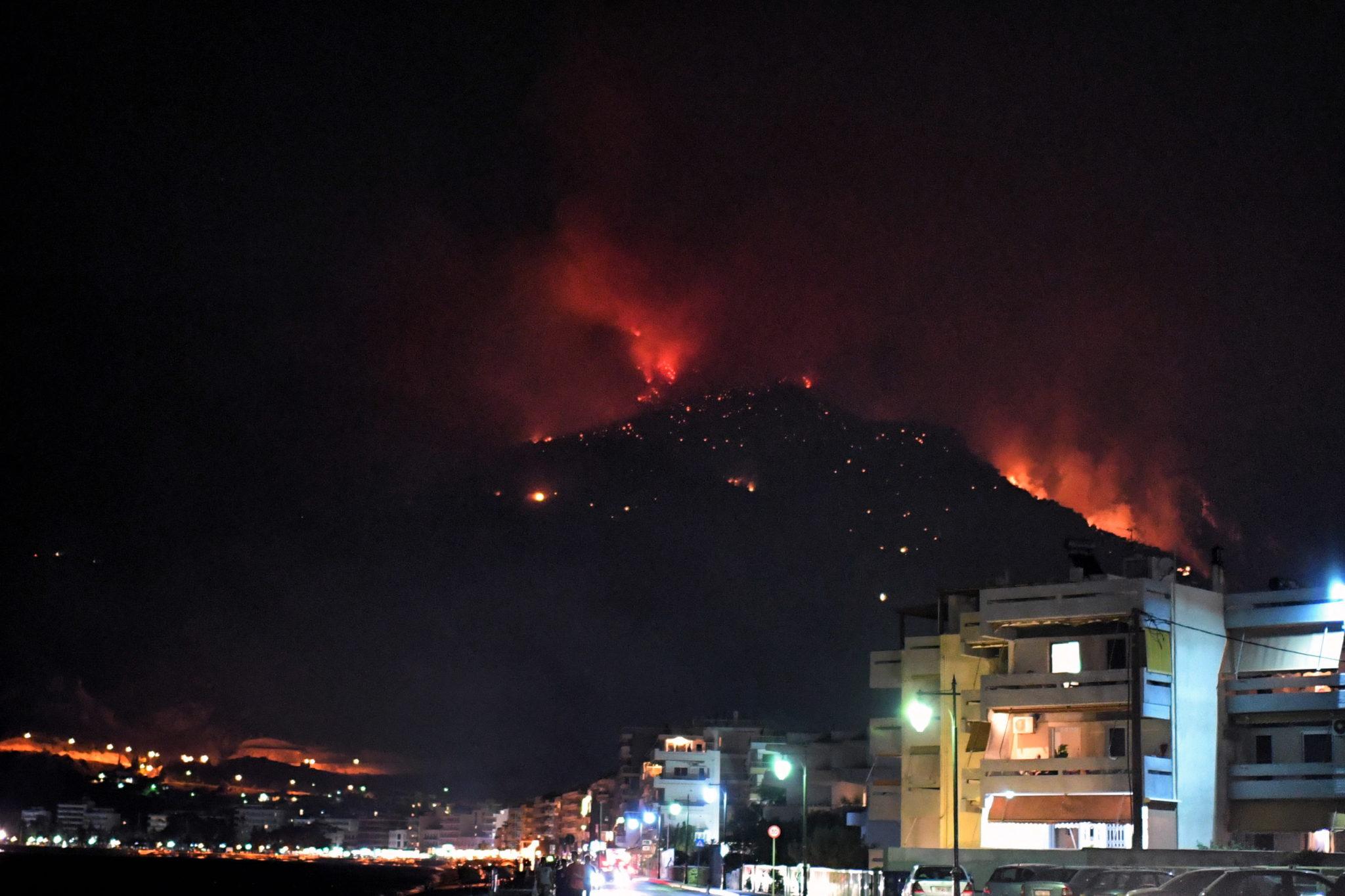 Pożary lasów w Grecji mogą zagrażać terenom mieszkalnym. fot. EPA/VASSILIS PSOMAS