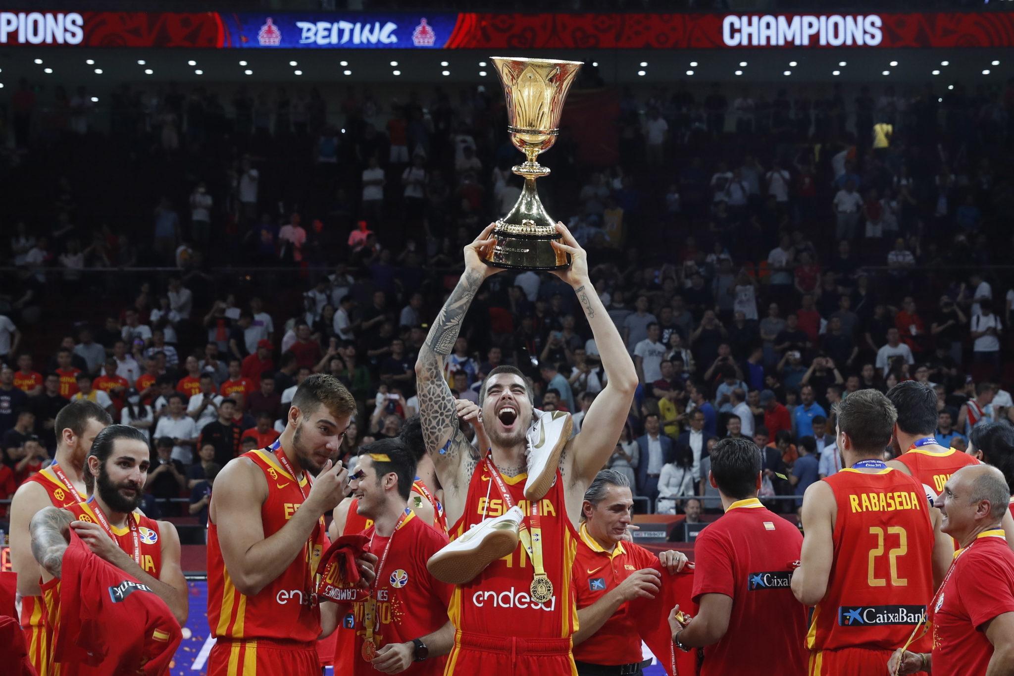 Hiszpanie okazali się lepsi od Argentyńczyków i zdobyli złoto w finale koszykarskich MŚ w Chinach. fot. EPA/ROMAN PILIPEY