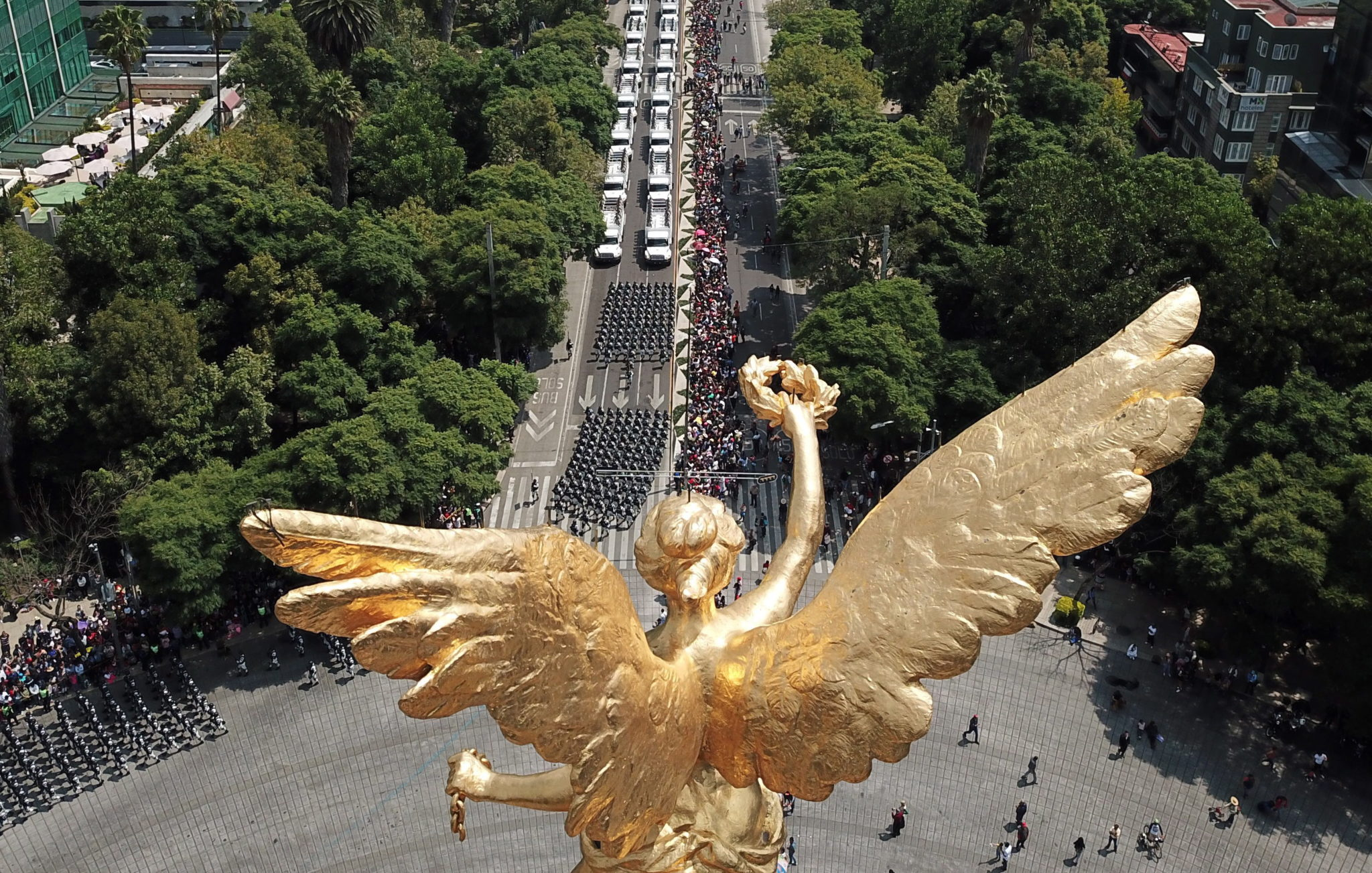 Meksyk: wojskowa parada z okazji 209. Rocznicy uzyskania przez kraj niepodległości, fot. Madla Hartz , PAP/EPA