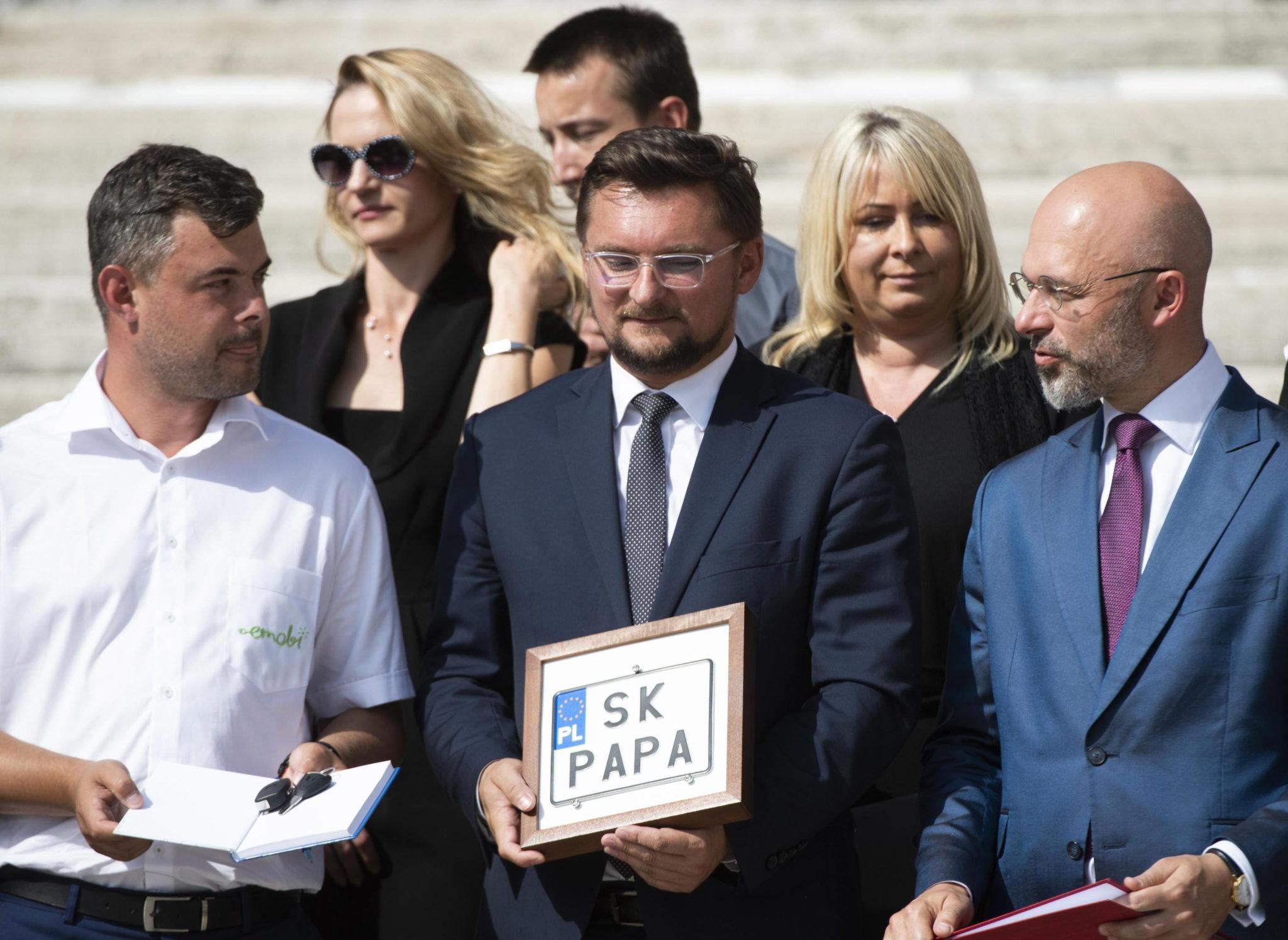 Włochy: do Rzymu dotarła eko-pielgrzymka z Katowic. fot. EPA/CLAUDIO PERI